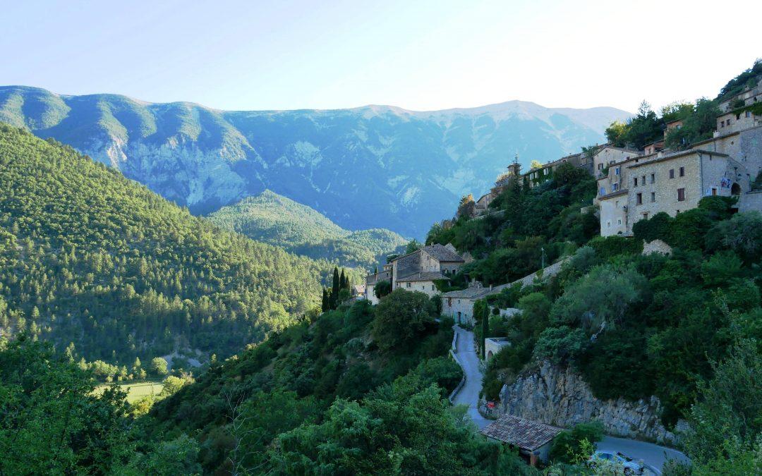 Visite de Brantes, village perché au pied du Mont Ventoux